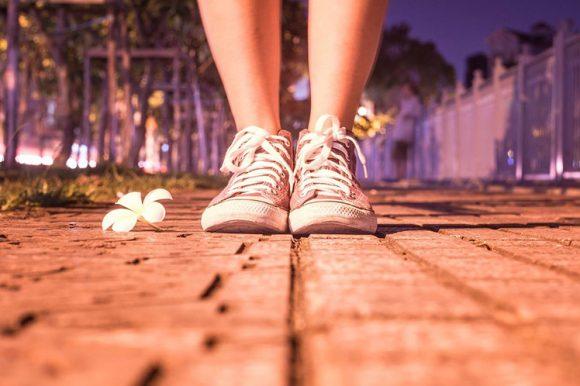 Hervay Gizella: A lány, aki virágot lépik